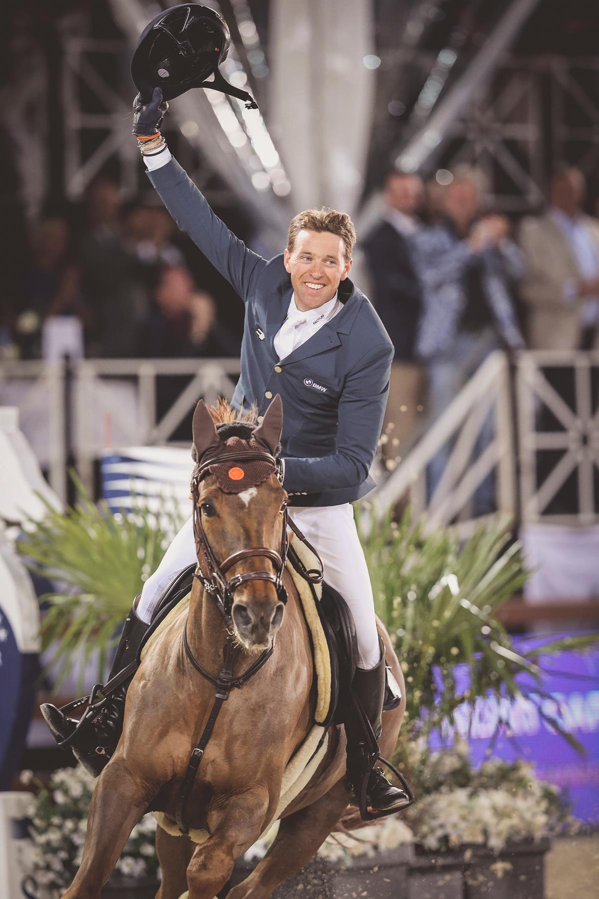 LGCT 2016: 8 of world's top 10 stars of show jumping to shoot for glittering LGCT Cannes.